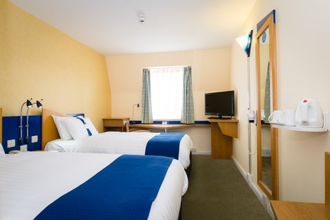 Holiday Inn Express Aberdeen City Centre - Twin rooms are comfortable for up to 2 adults