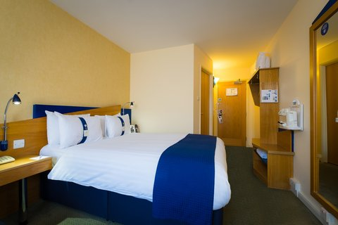 Holiday Inn Express Aberdeen City Centre - Free tea and coffee facilities in every bedroom