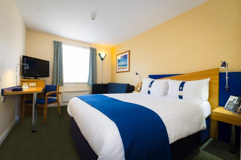 Holiday Inn Express Aberdeen City Centre - Relax with our interactive flat-screen 32  TVs