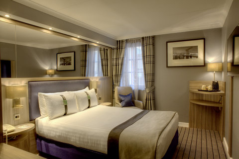 Holiday Inn GLASGOW - CITY CTR THEATRELAND - Double room with air conditioning  40 inch TV showing BT sport