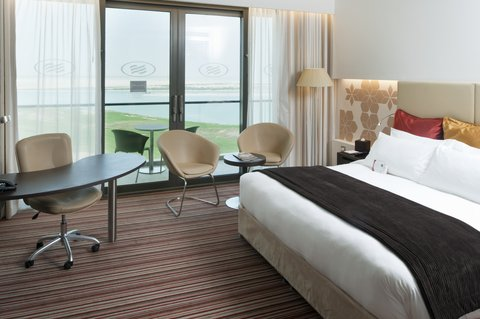 فندق كراون بلازا أبوظبي, جزيرة ياس  - Deluxe Room With Gulf View