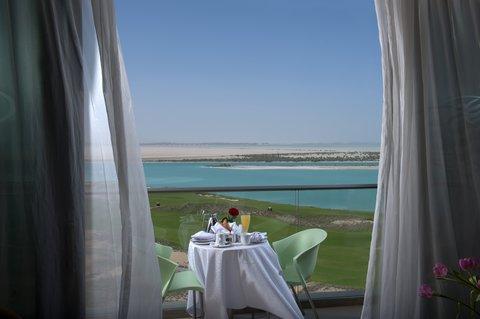 فندق كراون بلازا أبوظبي, جزيرة ياس  - Club Suite with View