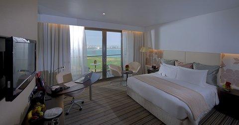 فندق كراون بلازا أبوظبي, جزيرة ياس  - Deluxe Room Gulf View