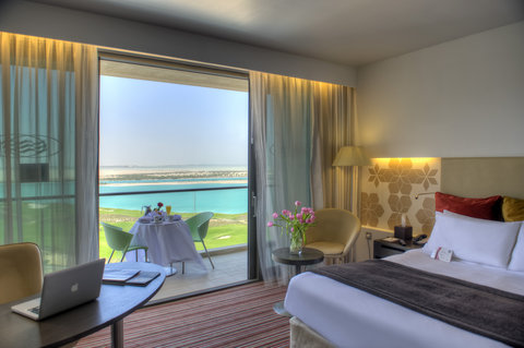 فندق كراون بلازا أبوظبي, جزيرة ياس  - Suite Gulf View