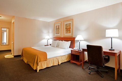 Holiday Inn Express Hotel & Suites Chicago-Midway Airport - Enjoy our spacious king suite with brand new beds
