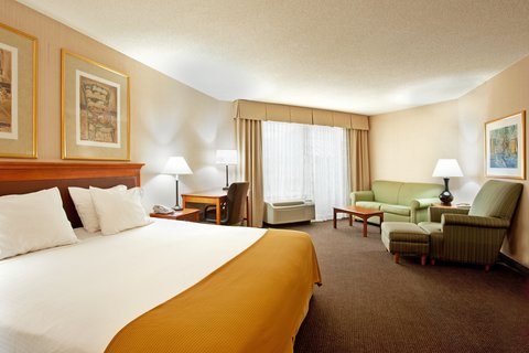Holiday Inn Express Hotel & Suites Chicago-Midway Airport - Spacious Executive Suite near Chicago Midway Airport