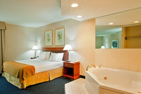 Holiday Inn Express Hotel & Suites Chicago-Midway Airport - Relax in our spacious Jacuzzi Suite near Midway Airport