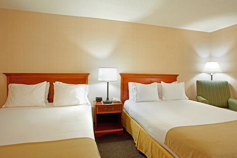 Holiday Inn Express Hotel & Suites Chicago-Midway Airport - Two Queen Guest Room at the Holiday Inn Express Chicago Midway
