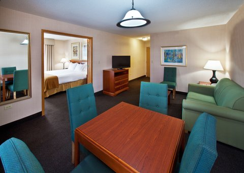 Holiday Inn Express Hotel & Suites Chicago-Midway Airport - Suite
