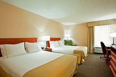 Holiday Inn Express Hotel & Suites Chicago-Midway Airport - Spacious 2 Queen Room at the Holiday Inn Express Chicago Midway