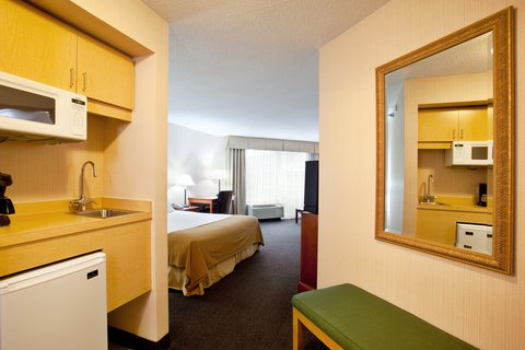 Holiday Inn Express Hotel & Suites Chicago-Midway Airport - Spacious Suite near Chicago Midway Airport