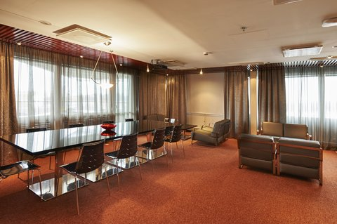 赫尔辛基假日酒店 - On the top floor we offer a Boardroom  Sauna and a Terrace