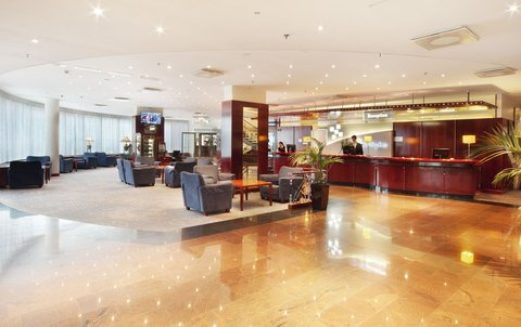 赫尔辛基假日酒店 - Elegant Lobby of the Holiday Inn