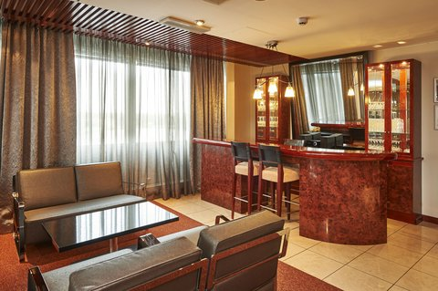 赫尔辛基假日酒店 - Top floor Boardroom comes with comfortable pre post-function area
