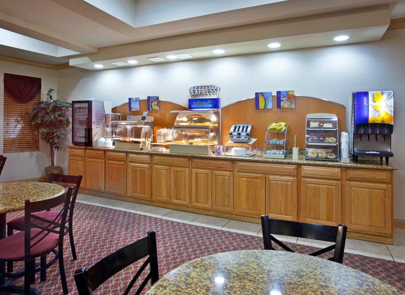 Holiday Inn Express & Suites Detroit - Utica in Utica, MI, photo #6