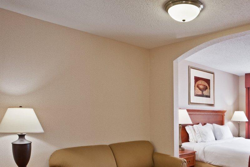 Holiday Inn Express & Suites Detroit - Utica in Utica, MI, photo #7