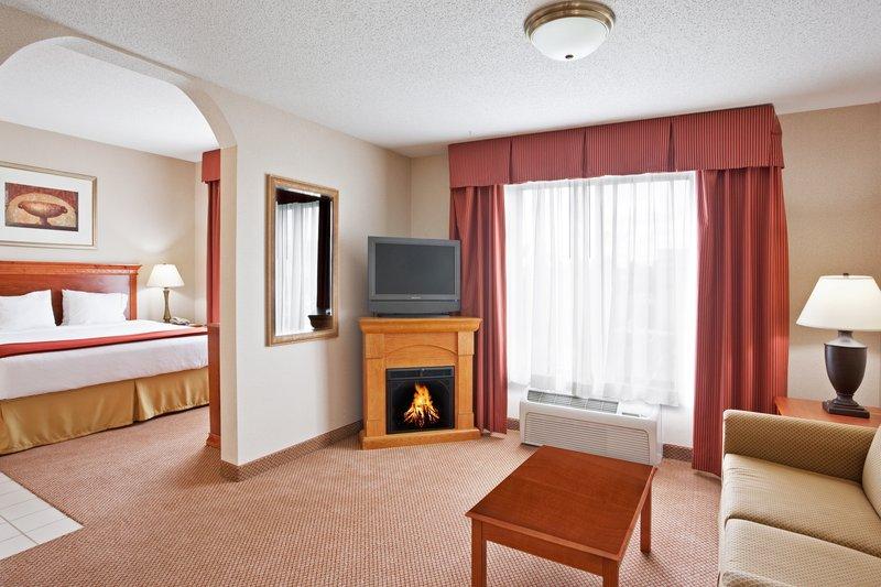 Holiday Inn Express & Suites Detroit - Utica in Utica, MI, photo #9