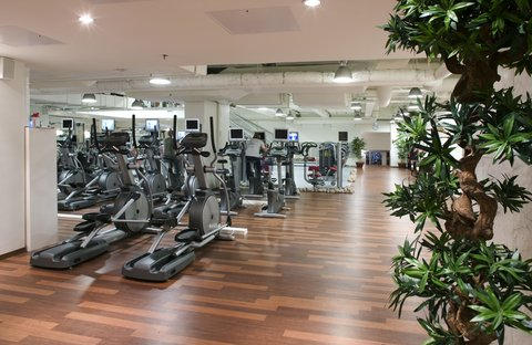 Crowne Plaza HELSINKI - Select your favourite equipment and begin the training