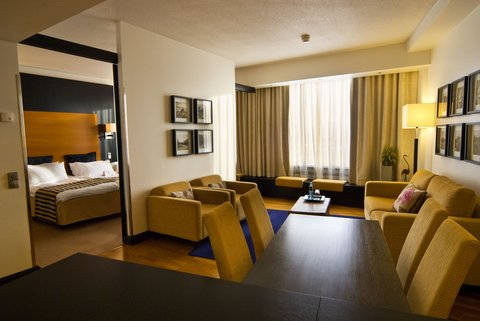Crowne Plaza HELSINKI - Suite has a comfortable seating area