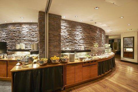 Crowne Plaza HELSINKI - Enjoy delicious breakfast at the Macu