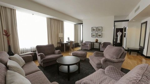 Crowne Plaza HELSINKI - Crowne Suite comes with spacious seating area