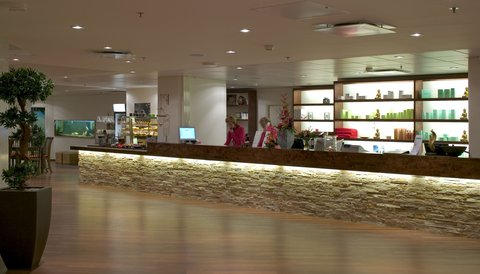 Crowne Plaza HELSINKI - Forever Healthclub   Day Spa  Book your treatment at the reception