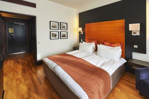 Crowne Plaza HELSINKI - Queen Bed Guest Room