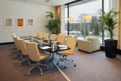 Crowne Plaza HELSINKI - Best decisions are made at our Boardroom meeting room