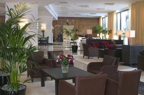 Crowne Plaza HELSINKI - Entrance Floor  Lobby area