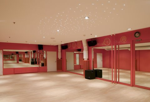Crowne Plaza HELSINKI - Our group exercise rooms offer energetic lessons