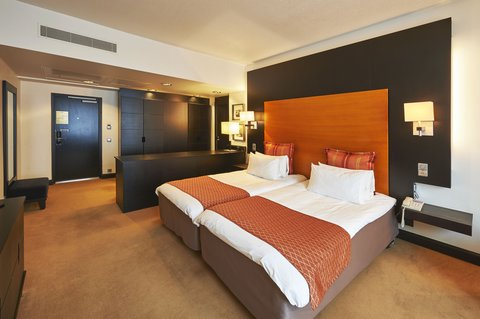 Crowne Plaza HELSINKI - Some of our Standard Twin Bed rooms offer a spacious lounge area