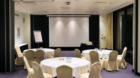 Crowne Plaza HELSINKI - Do you prefer round tables or class room format - we can do it