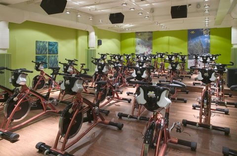 Crowne Plaza HELSINKI - Forever Health Club offers also group fitness rooms