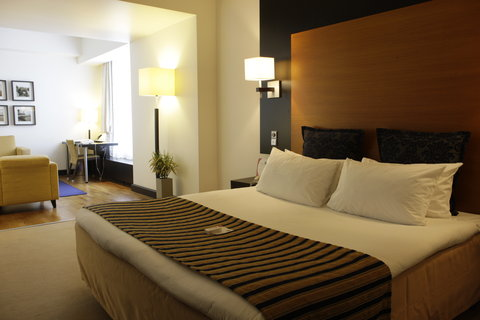 Crowne Plaza HELSINKI - Spacious Junior Suites offer comfortable seating area