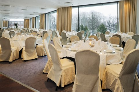 Crowne Plaza HELSINKI - Banquet Restaurant Sali caters dinners up to 550 persons