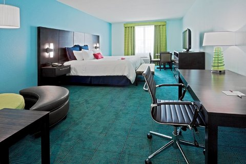 Crowne Plaza FT. LAUDERDALE AIRPORT/CRUISE - 1 King Bed Executive Room with table   4 chairs
