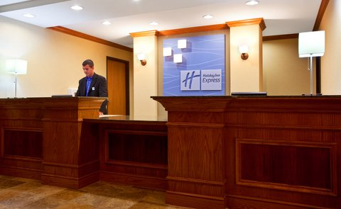 Holiday Inn Express & Suites LAKE ZURICH-BARRINGTON - Front Desk