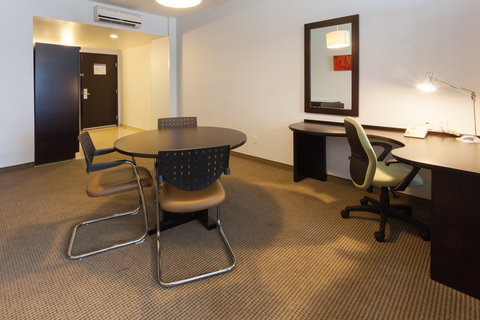 Holiday Inn Express GUADALAJARA ITESO - Contemporary Office Suite