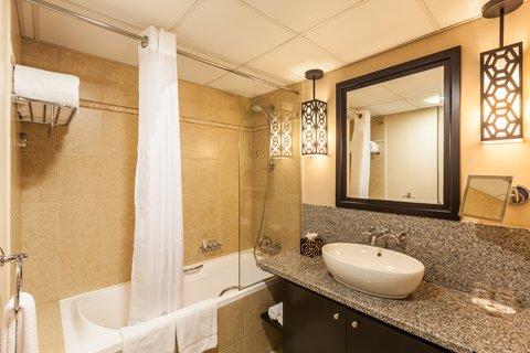فندق هوليدي ان البرشا - Guest Bathroom at Holiday Inn Dubai - Al Barsha