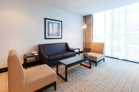 فندق هوليدي ان البرشا - Spacious and stylish Suite living room