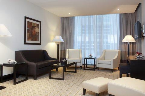 فندق هوليدي ان البرشا - Spacious and stylish 1 Bedroom Suite living room