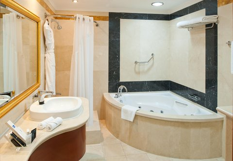 Holiday Inn BUR DUBAI - EMBASSY DISTRICT - Stay relaxed with our luxurious Jaccuzi