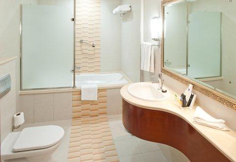 Holiday Inn BUR DUBAI - EMBASSY DISTRICT - Guest Bathroom