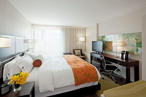 Hotel Indigo BOSTON-NEWTON RIVERSIDE - Queen Bed Guest Room