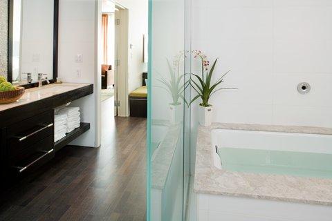 Hotel Indigo BOSTON-NEWTON RIVERSIDE - Presidential Suite Master Bath with spa inspired amenities