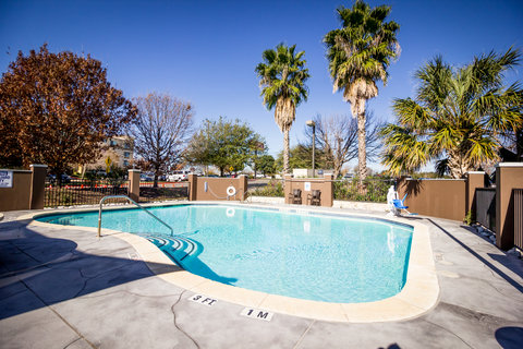 Holiday Inn Express & Suites AUSTIN AIRPORT - Swimming Pool