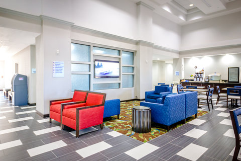 Holiday Inn Express & Suites AUSTIN AIRPORT - Hotel Lobby