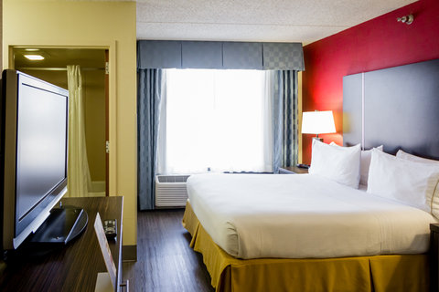 Holiday Inn Express & Suites AUSTIN AIRPORT - Guest Room