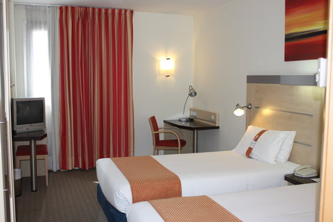 Holiday Inn Express Barcelona Molins De Rei - Guest Room