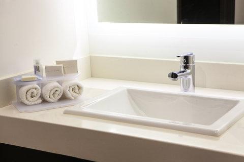 Holiday Inn Express & Suites PUEBLA ANGELOPOLIS - Guest Bathroom
